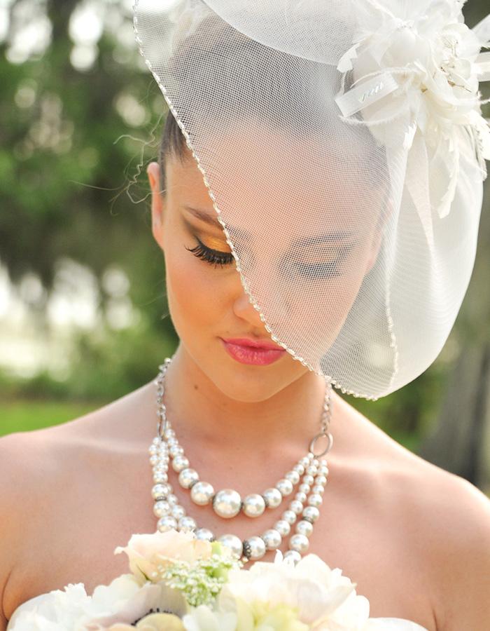 Свадебная прическа для невесты со шляпкой