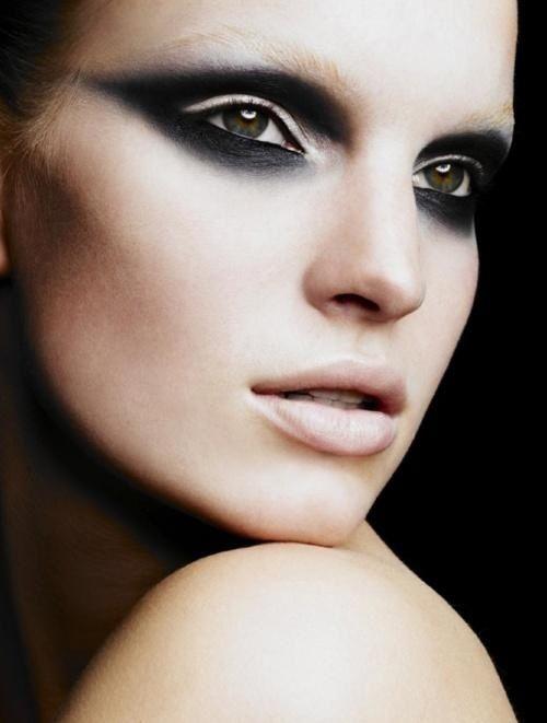 Рок-макияж для зелёных глаз