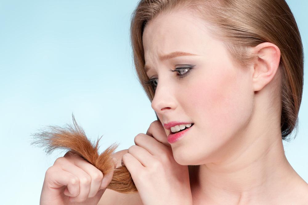 К проблемам с волосами может привести дефицит в организме витаминов, минералов и других полезных веществ