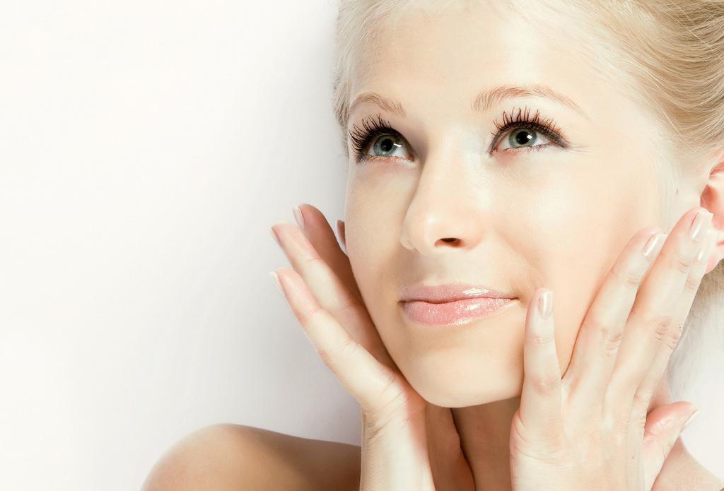 Маска с витаминным комплексом Аевит оказывает мощное омолаживающее действие на кожу