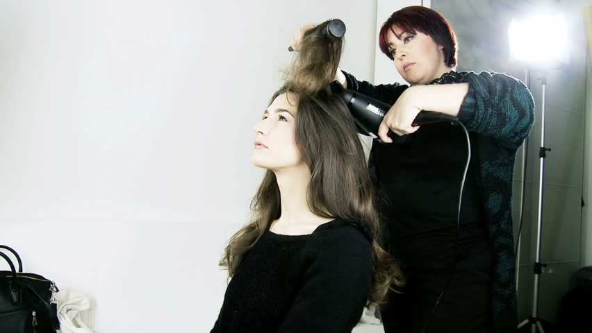 Объем для волос при помощи фена