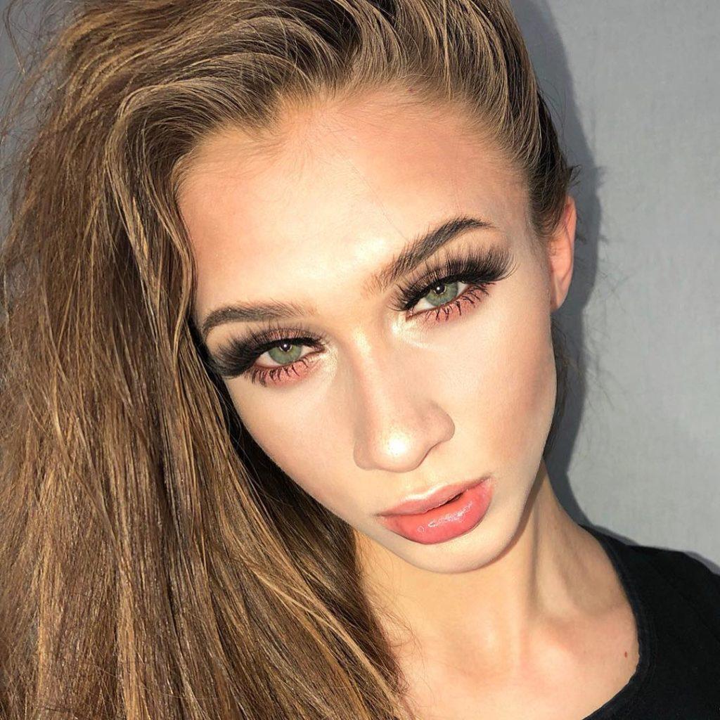 Красивый макияж для русых волос и зелёных глаз