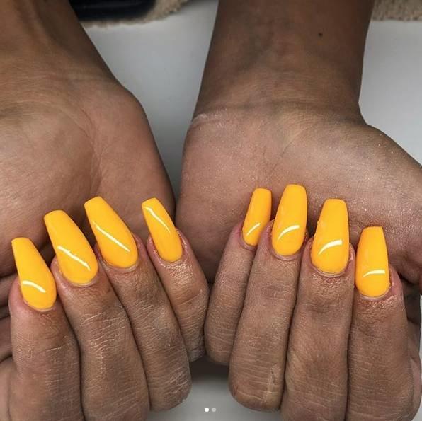 желтые ногти балерина