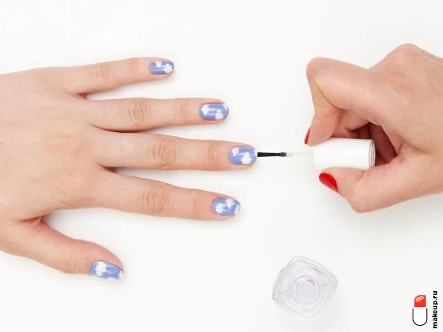 нанесите топ на ногти