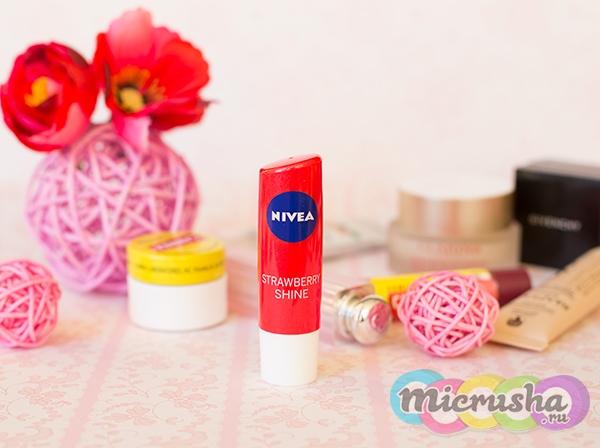 клубничный бальзам для губ Nivea