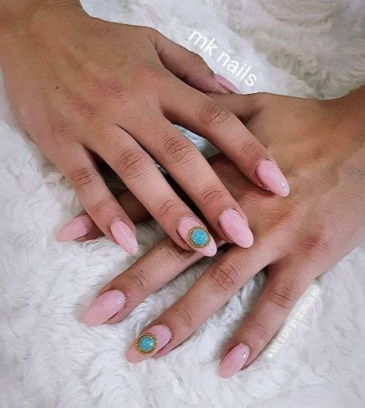 бирюза на ногтях