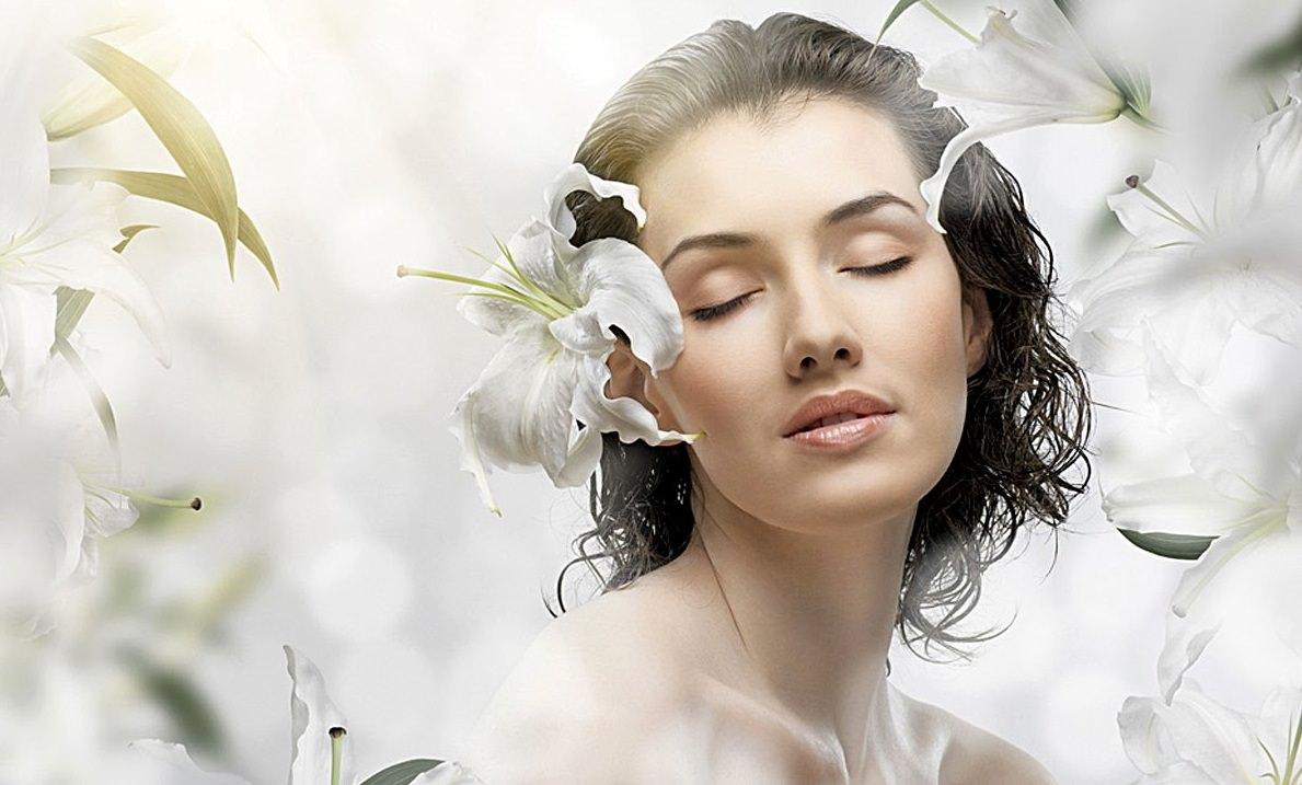 Питательная маска, благодаря своему витаминному составу, доставляет все необходимые вещества коже лица