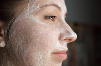 аспириновая маска на лице