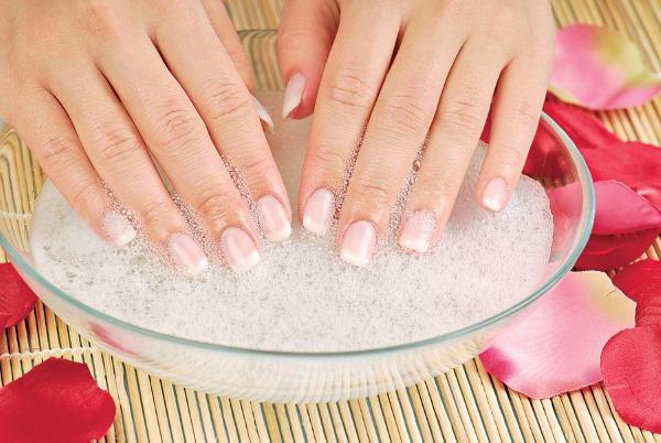 Белые пятна на ногтях пальцев рук. Что это значит, почему появляются. Причины возникновения у женщин, мужчин, детей. Диагностика и лечение