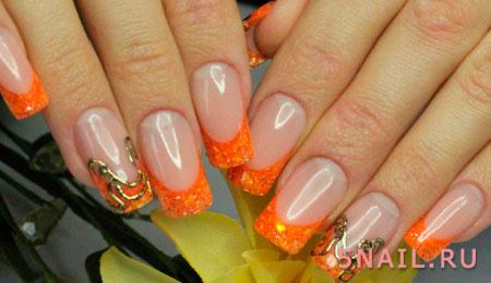 оранжевые блестки на ногтях