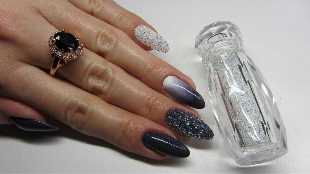 Блестящая посыпка для ногтей