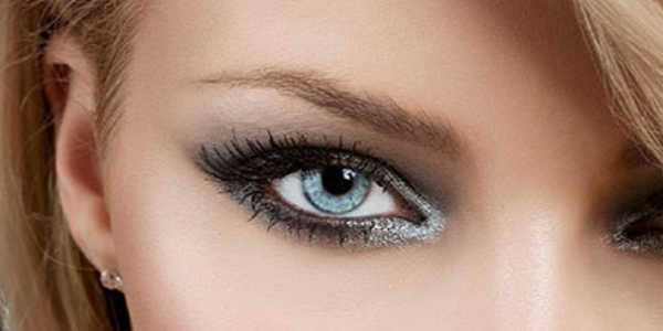 Макияж для светлых глаз и темных волос