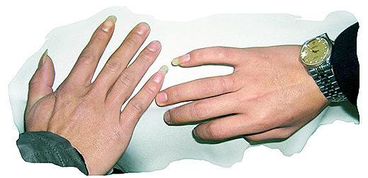 Длинные ногти на мизинце