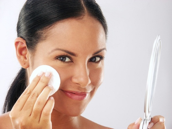 Флюид для лица - что это такое, лучшие кремы: Apieu, Aqua smart, Черный жемчуг, Лореаль, Фаберлик, Шанель, Planeta Organica