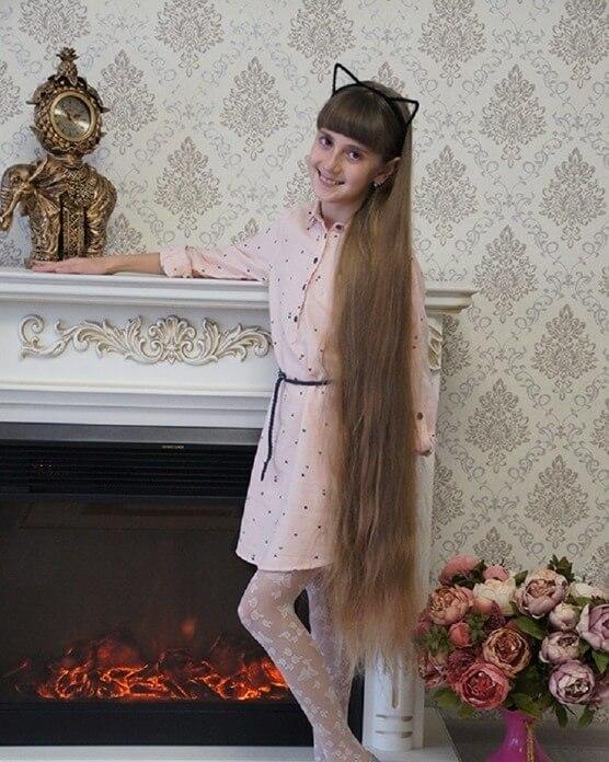 Стефания Смирная – самые длинные волосы у девочки из России
