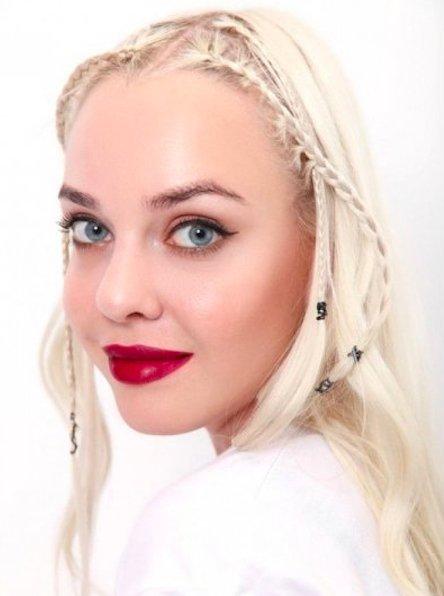 макияж с винной помадой для блондинок