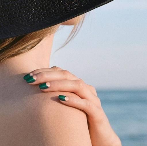 зеленые ногти золотые лунки