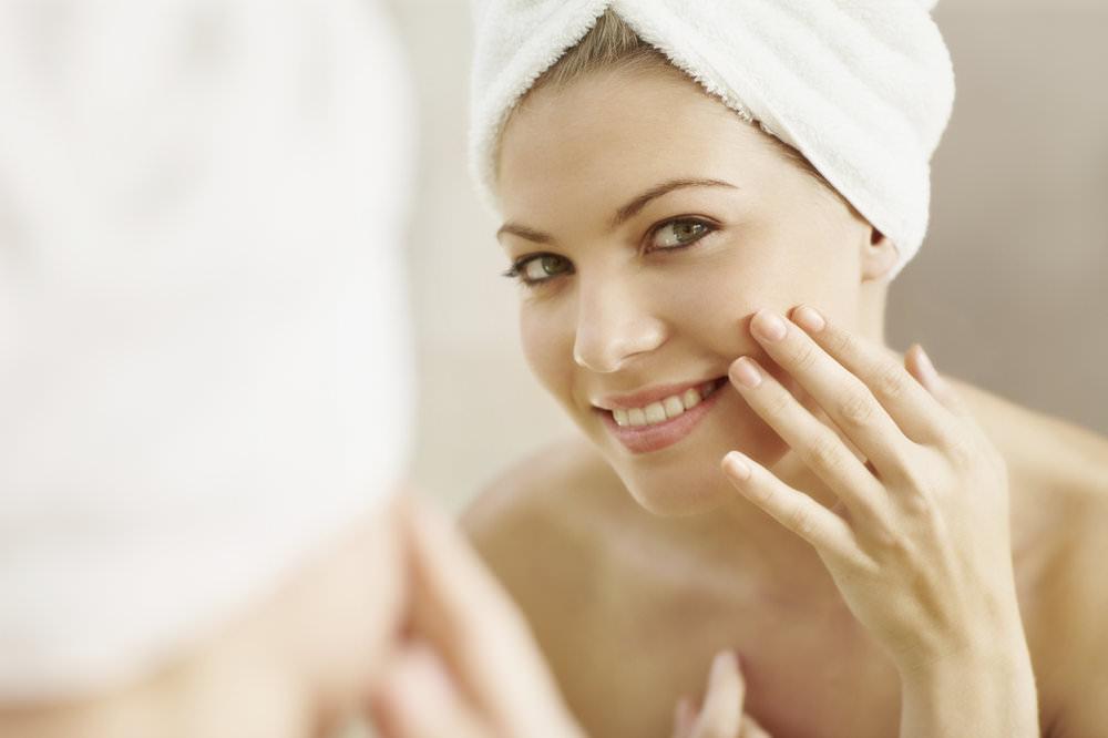 Благодаря составу со множеством активных веществ, гидрогелевая маска обеспечивает комплексный уход за кожей лица