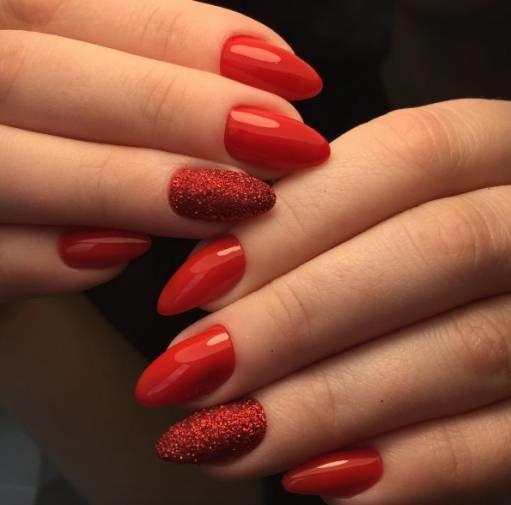 красные акриловые ногти