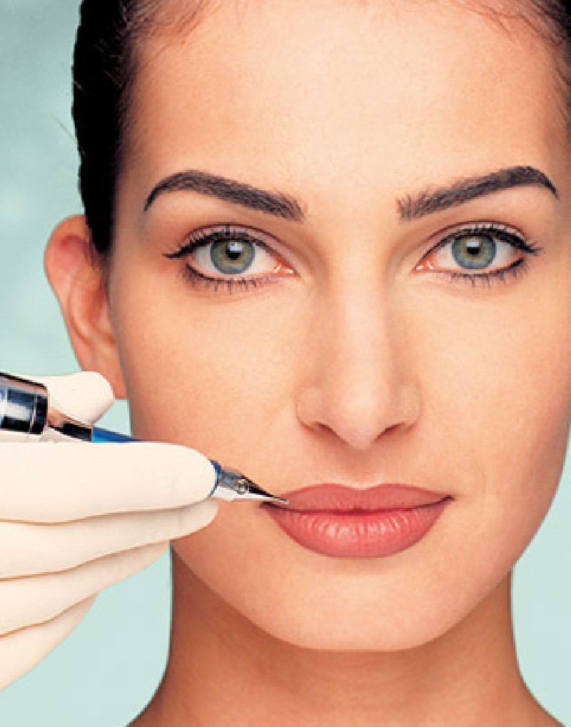 Контурный макияж для губ популярен в 2020 году