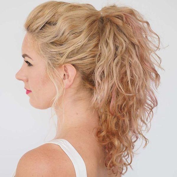 кудрявые волосы в хвосты и пучки