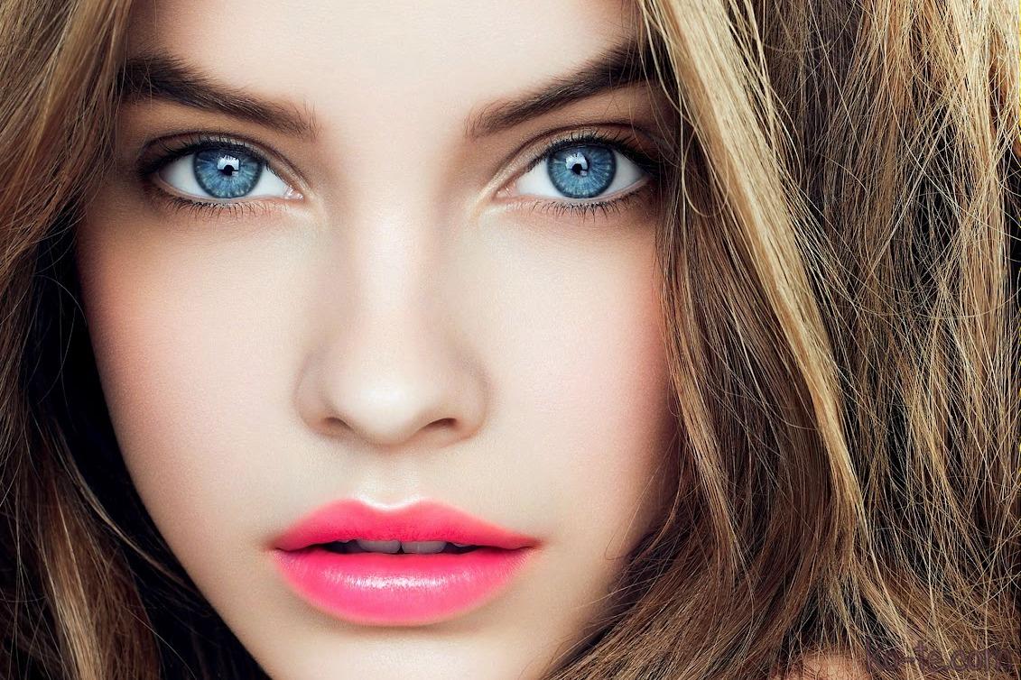 Глаза голубого оттенка