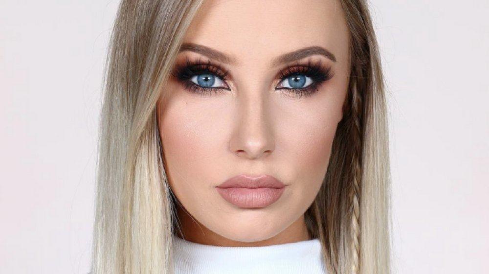 макияж для голубых глаз и русых волос темный