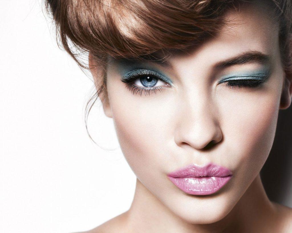 макияж для голубого цвета глаз яркий