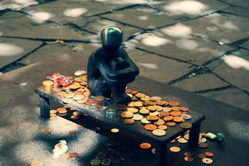 Маникюр, луна и деньги