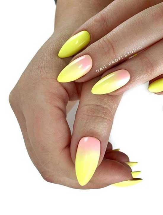 Яркий градиент на форме ногтей миндаль