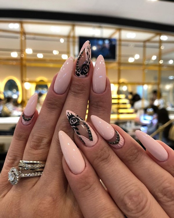 Самый модный бежевый маникюр 2020 –  новинки дизайна ногтей на фото