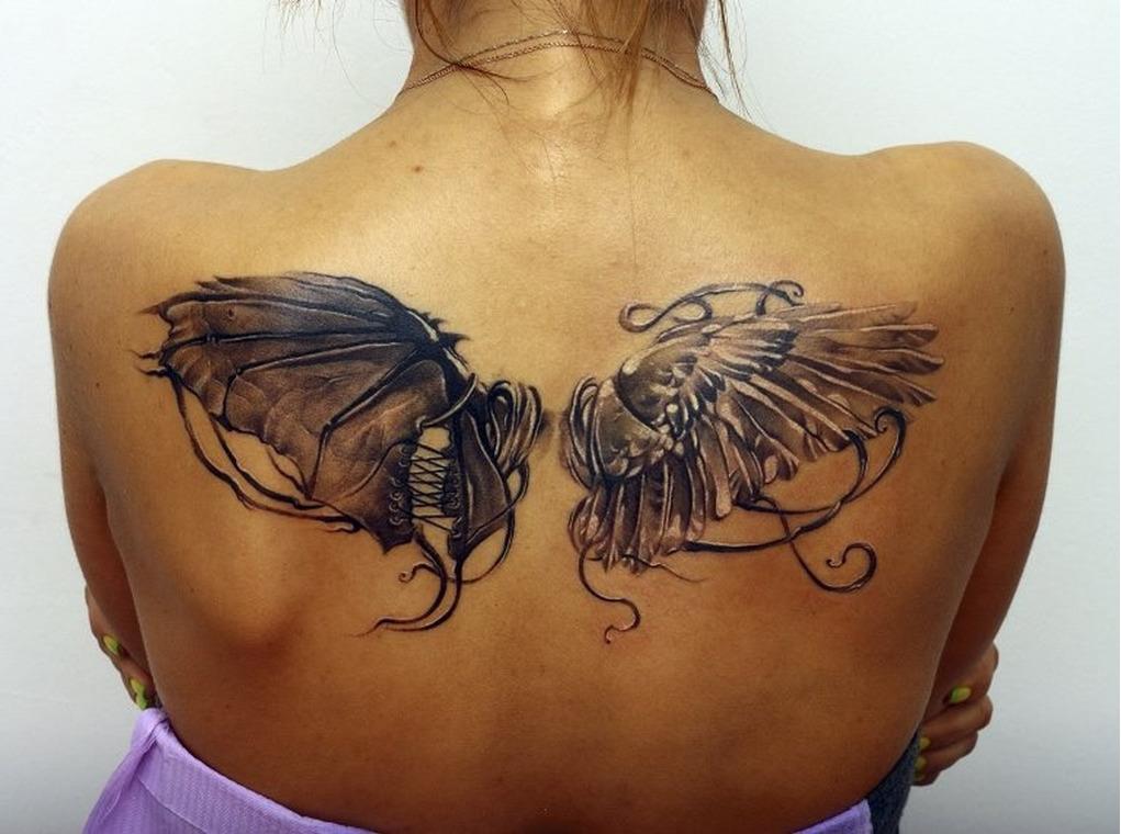 татуировка у девушки на спине