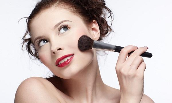 Нанесение макияжа для серых глаз