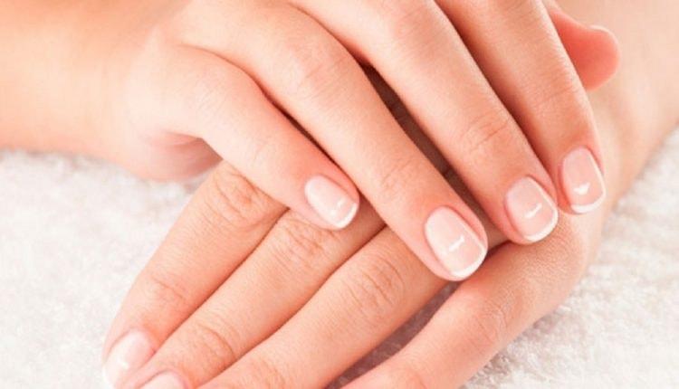почему на ногтях появляются белые пятна