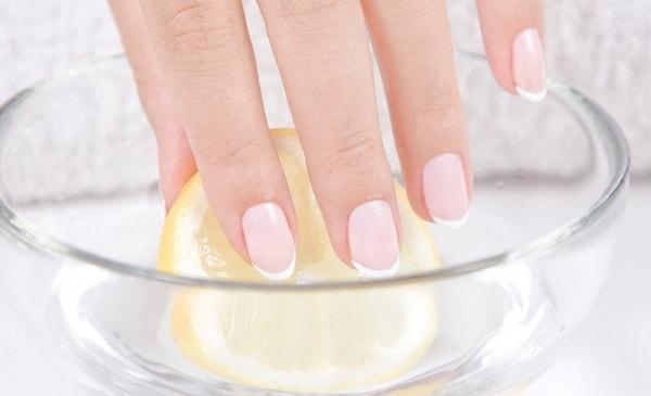 белые пятна на ногтях причины и лечение