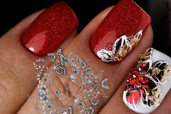 цветы на ногтях со стразами