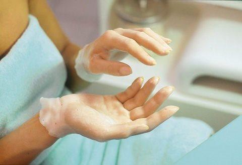 Парафиновое обертывание рук