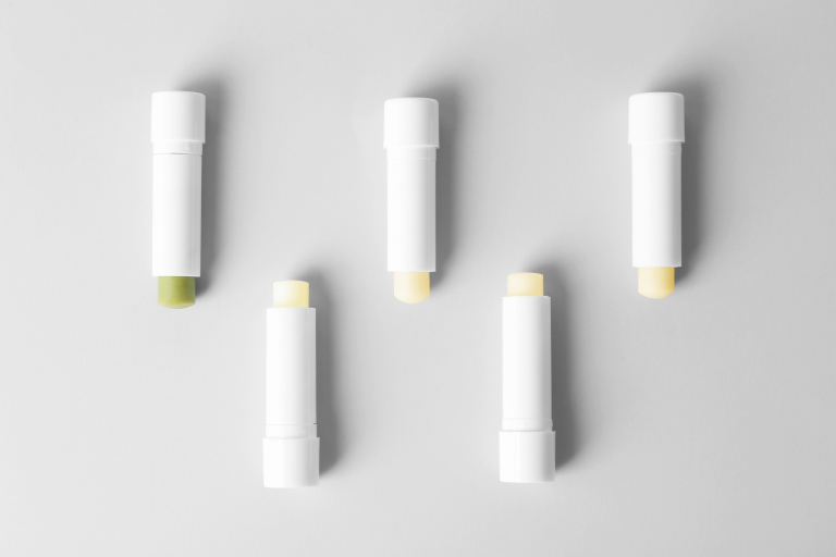 Бальзамы для губ в форме стика