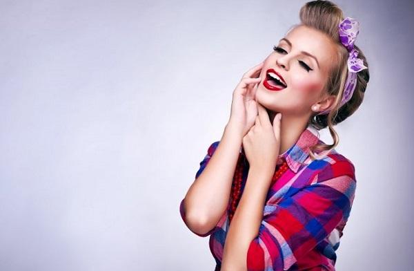 В пин-ап макияже важную роль играет красная помада