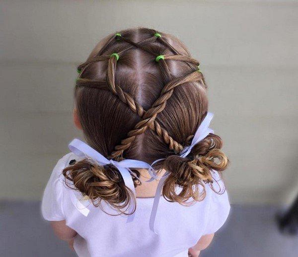 Очаровательные прически для девочек 2020-2021 года: фото идеи причесок в садик и школу