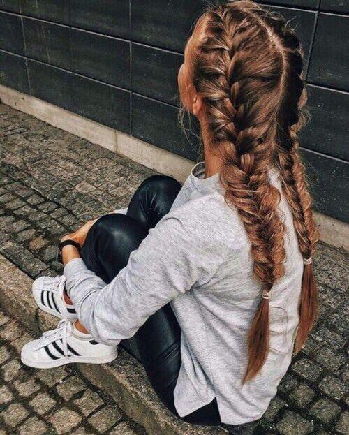 Модная причёска «Небрежные косы» на 1 сентября на длинные волосы фото