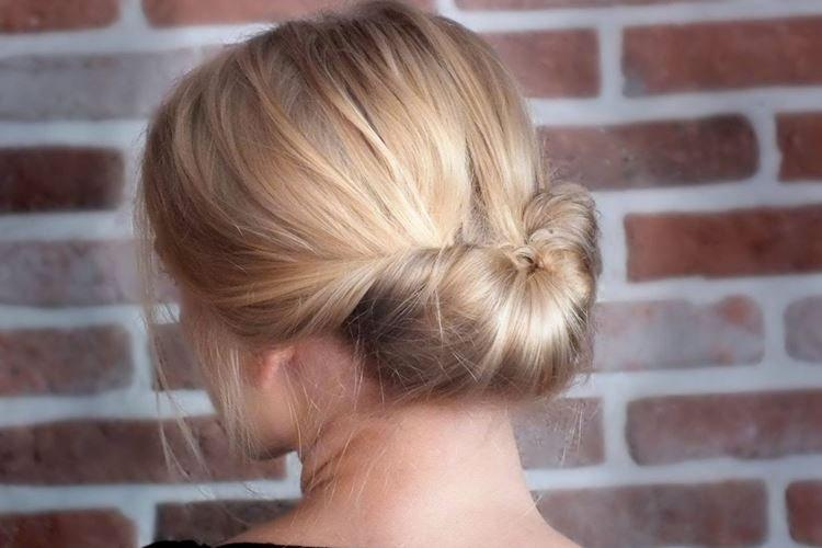 Элегантный подворот - Прически на длинные волосы на каждый день