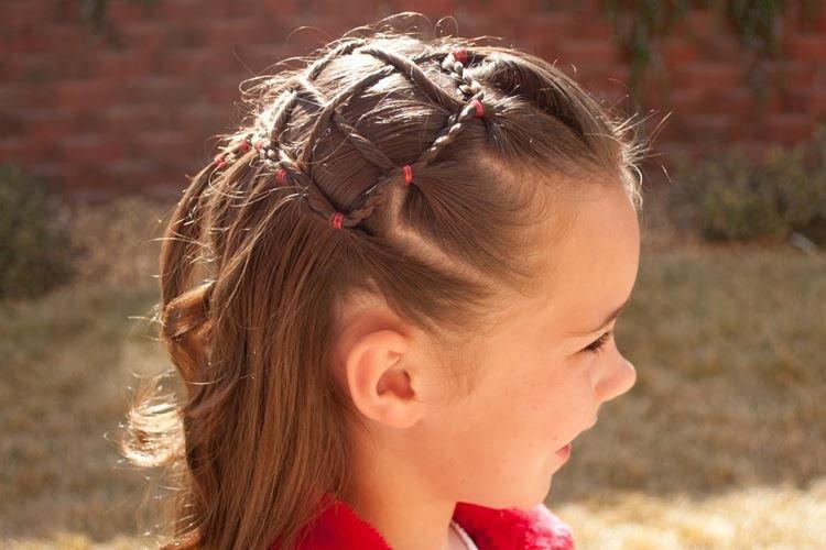 Паутинка из косичек - Прически на средние волосы для девочек