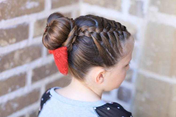Пучок с косами от висков - Прически на средние волосы для девочек