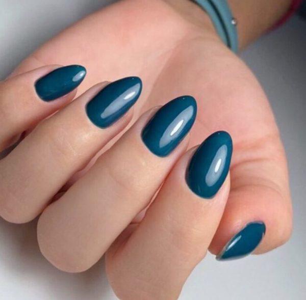 Простой сине-зеленый маникюр