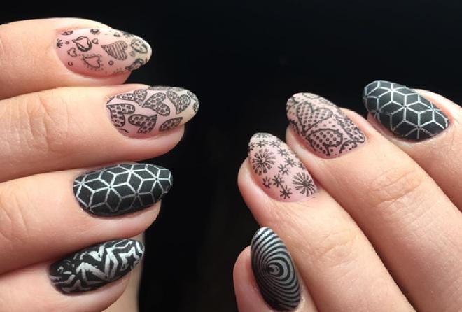 Стемпинг для ногтей: виды и особенности