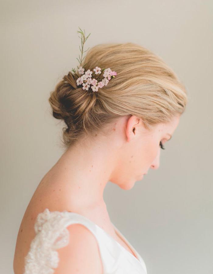 Свадебная прическа с цветами