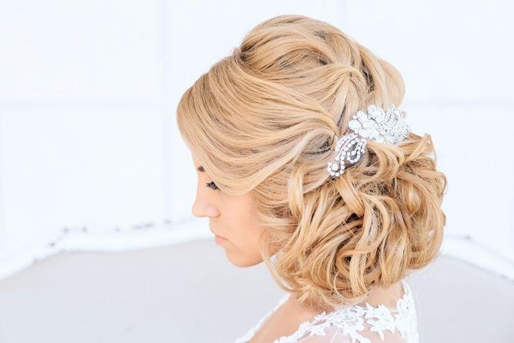 Свадебная мальвинка - Свадебные прически на средние волосы