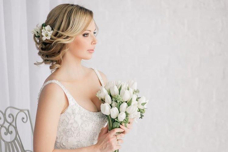 Направленные волны - Свадебные прически на средние волосы