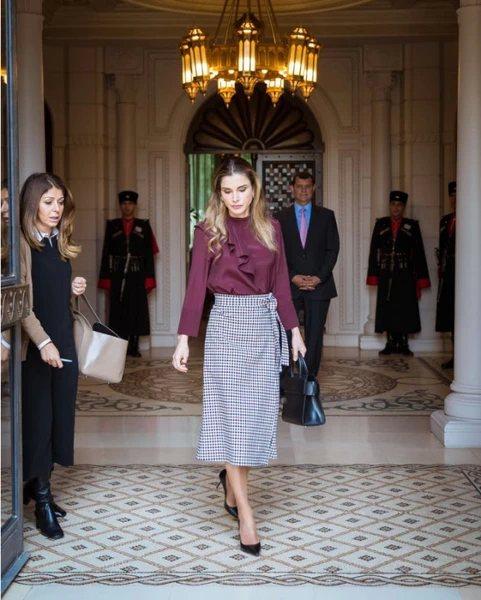 учимся одеваться у королевы Рании